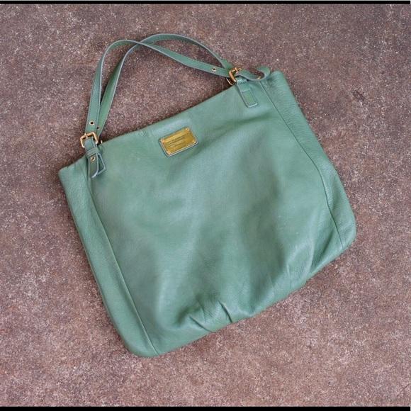 eb9d476225c1 ... Classic Q Shopgirl Tote green. Marc By Marc Jacobs.  M 5b33b587aa8770da8645aeb4. M 5b33b588c89e1ddc3be6602a.  M 5b33b58ae944ba7aa5fd174d
